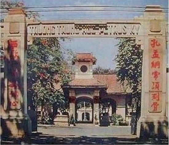 cổng trường Petrus Ký
