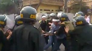 Vĩnh Phúc đã phải huy động đông đảo công an để ngăn người biểu tình diễu phố hôm 17/3 - BBC
