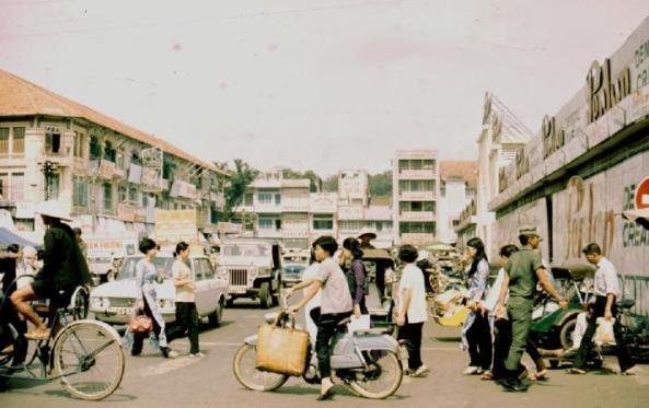 Bên hông chợ Bến Thành