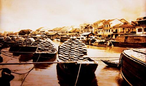 Buôn bán gạo trên sông Chợ Lớn xưa