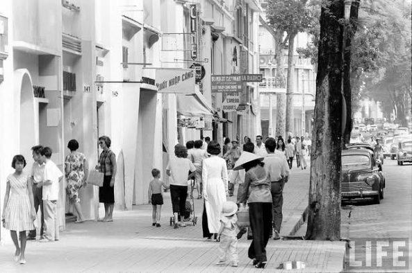 Cảnh sinh hoạt trên đường Catinat những năm 1960.