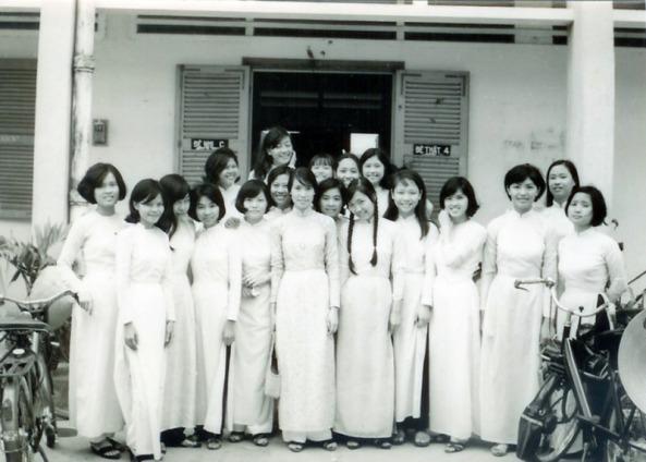 Nữ sinh Lê Văn Duyệt