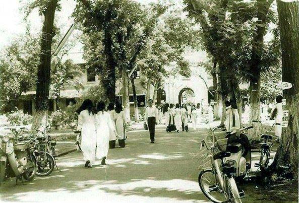 Khuôn viên trường Nữ Trung Học Gia Long