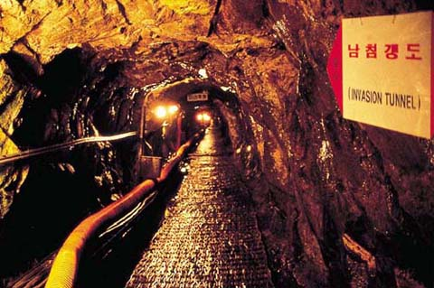 Một góc đường hầm số 3, đường hầm nguy hiểm nhất nếu được sử dụng để tấn công Seoul. Ảnh: Deltadart