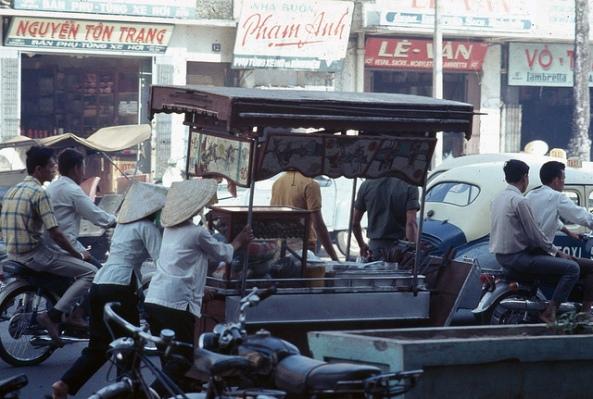Saigon 1968 - Xe mì trên phố Lê Lợi
