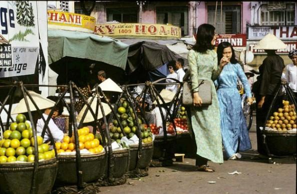 Trái cây được bày bán khắp các chợ