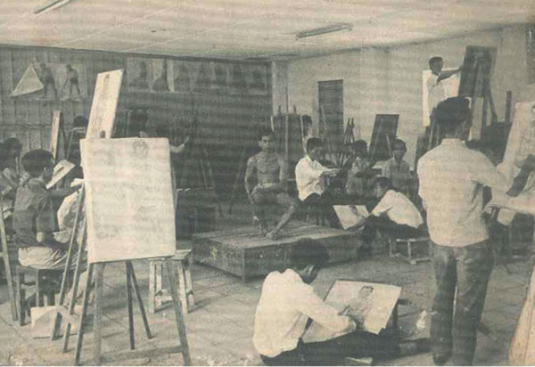 Buổi học hình họa tại lớp dự bị của trường Quốc gia Mỹ thuật Sài Gòn đầu thập niên 60