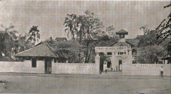 Le Collège Fraternité - Bac Ai datant de 1908, se situe 4 - rue Nguyên Trai, Cho Quan.