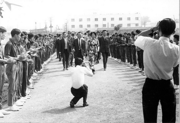 Saigon 17 March 1971 - Bà Nguyễn Văn Thiệu dự lễ khánh thành Thư viện trường Quốc Gia Nghĩa Tử.