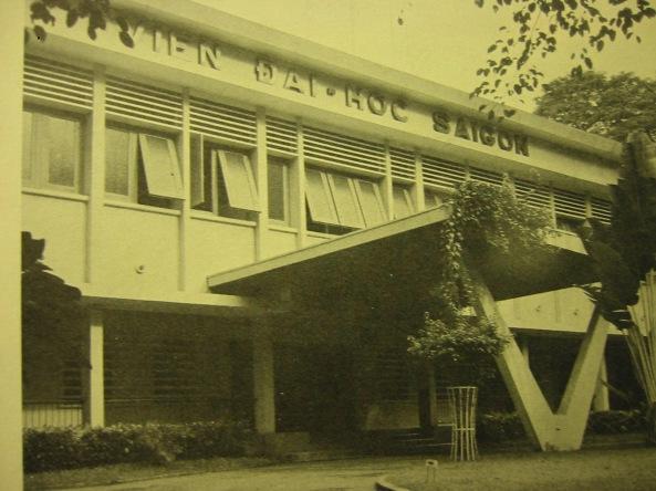 Mặt tiền của Viện Đại Học Sài Gòn (Số 3 Công Trường chiến sĩ)