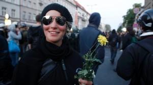 Một biểu tình viên ở Đức trong ngày biểu tình hằng năm nhân lễ Quốc Tế Lao Động.