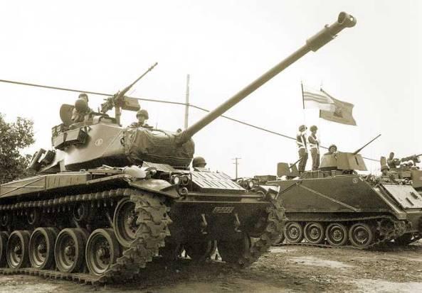 Chiến Xa M-41 và Thiết Vận Xa M-113.