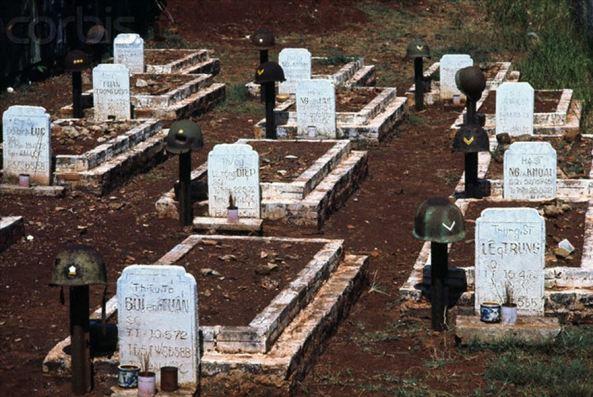 Bình đẳng trong thế giới người chết: Mộ Thiếu tá nằm cạnh Trung Sĩ tại Nghĩa trang Quân đội Gò Vấp.