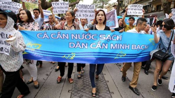 Sài Gòn biểu tình yêu cầu chính phủ minh bạch nguyên nhân cá chết.