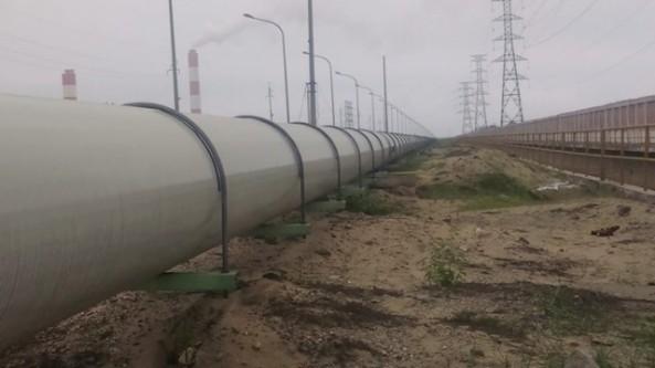 Hệ thống ống dẫn nước xả thải kéo dài từ Formosa đến biển Vũng Áng. Ảnh: T.Hoa/infornet